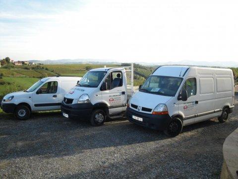 Découvrez la flotte de véhicules de Hug Construction, entreprise de construction de maison individuelle Le Bois-d'Oingt